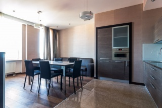 аренда 4-комнатной квартиры с балконом в центре Санкт-Петербурга