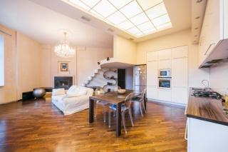 авторская 2-комнатная квартира в аренду в центре С-Петербург
