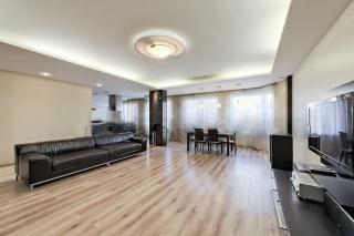 элитная 3-комнатная квартира в аренду в элитном доме в Петроградском районе С-Петербург