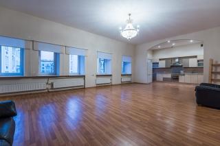 современная 5-комнатная квартира в аренду в самом центре С-Петербург