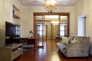 светлая стильная 2-комнатная квартира в аренду в самом центре С-Петербурга