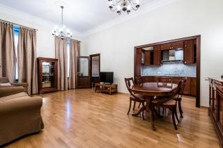 сдать просторную 3-комнатную квартиру в центре Санкт-Петербург