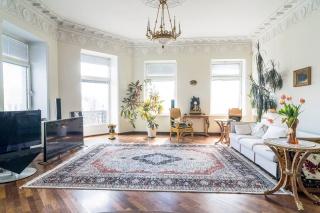 светлая просторная 3-комнатная квартира в аренду в центре С-Петербург