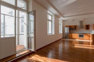 арендовать 4-комнатную квартиру на Крестовском остров С-Петербург