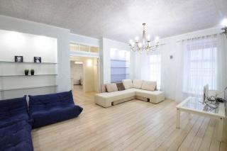 арендовать 1-комнатную квартиру около Дворцовой площади С-Петербург