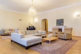 арендовать элитную недвижимость около Эрмитажа Санкт-Петербург