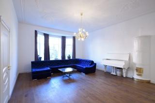 сниму 5-комнатную квартиру с парковкой в центре С-Петербург
