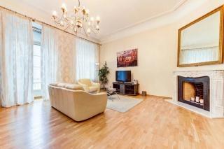 сниму стильную 3-комнатную квартиру в самом центре Санкт-Петербурга