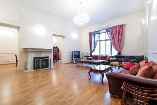 5-комнатная квартира в аренду на Адмиралтейской наб. 12 С-Петербург