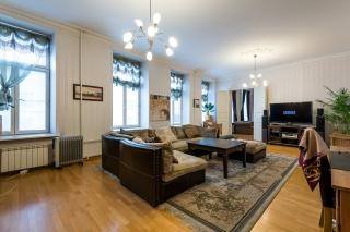 стильная  4-комнатная квартира в аренду в самом центре Санкт-Петербурга