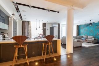снять современную 4-комнатную квартиру на берегу Суздальского озера Санкт-Петербурга