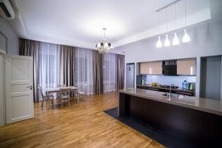 аренда дизайнерской 4-комнатной квартиры около Смольного Собора Санкт-Петербург