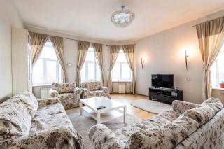 сдать светлую 4-комнатную квартиру на Васильевском острове С-Петербург
